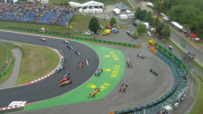 Chaos at the turn 1 of the Hungarian GP ends race for 6 drivers